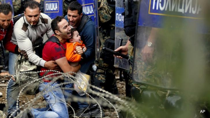 Criza refugiaţilor. Camion cu 20 de imigranţi la graniţa dintre Ungaria şi Serbia