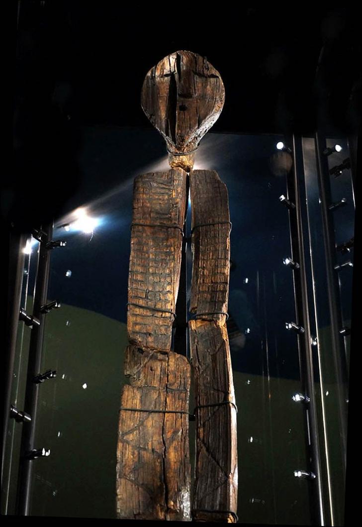 Idolul din lemn