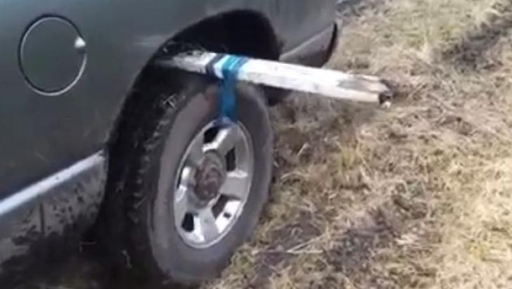 Cea mai simplă metodă să ieşi cu maşina din noroi