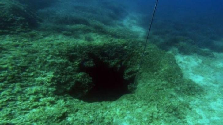 Făceau scufundări când au găsit o peșteră. Au intrat în ea și...ceva cumplit a urmat