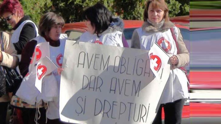 """Medicii ies în stradă. 1500 de doctori și asistente cer salarii """"decente"""", în fața Guvernului"""