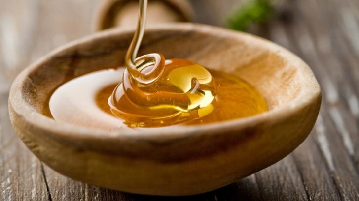 Ce se întâmplă dacă te speli cu miere pe faţă timp de trei săptămâni