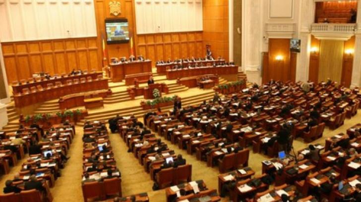 Înainte de moţiune, parlamentarii şi-au votat mărirea sumelor forfetare pentru deplasări