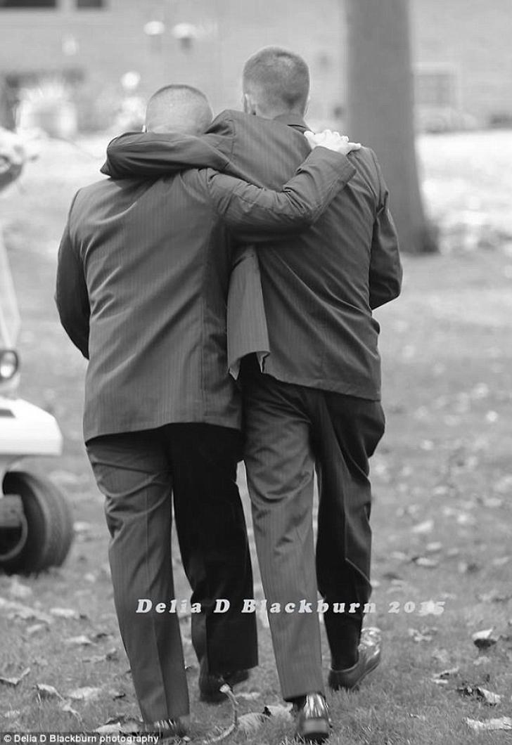 Gestul emoţionant al unui tată la nunta fiicei sale. Toţi invitaţii au început să plângă