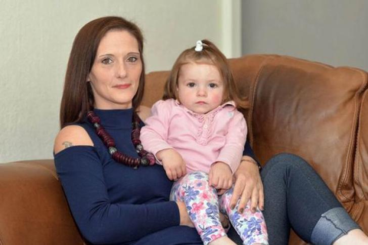 Povestea cumplită a mamei care și-a injectat heroină în fiecare zi a sarcinii. La naștere..