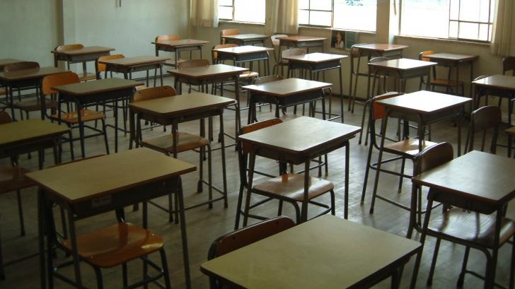 """Ministrul Educaţiei: """"Şcola a început bine"""". E contrazis de Iohannis: """"E o ruşine naţională"""""""