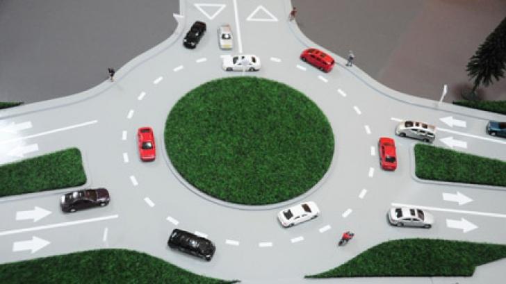 Manevra greşită pe care o fac aproape toţi şoferii când se află în sensul giratoriu