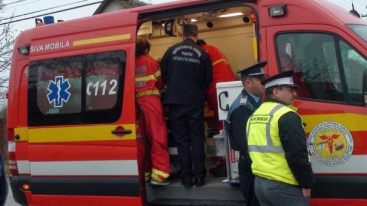 Studentă bătută cu pumnii şi picioarele, după ce a apostrofat de un tânăr de 19 ani