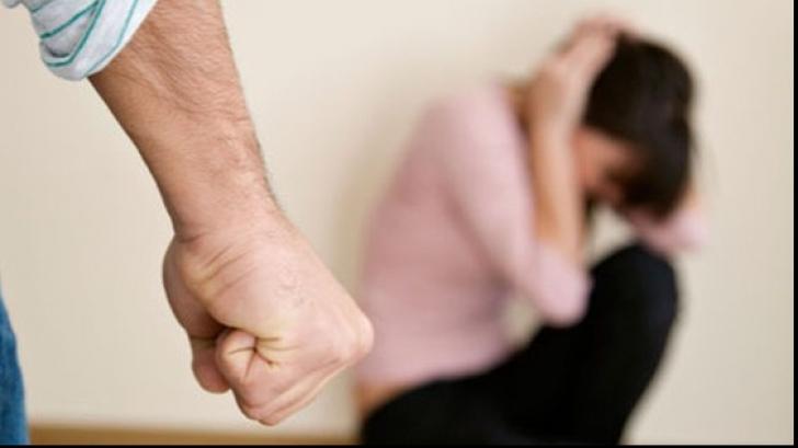 Guvernul a aprobat convenţia Consiliului Europei privind combaterea violenţei împotriva femeilor