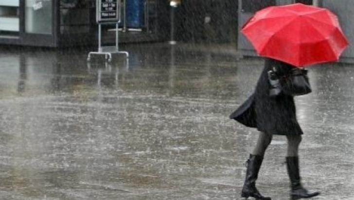 Vremea se răcește și revin ploile. Ce temperaturi vor fi luni și marți