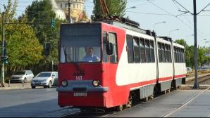Scene incredibile într-un tramvai. Un vatman agresează un călător
