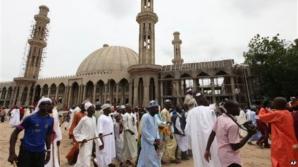 Atentat kamikaze într-o moschee din Nigeria. Peste 30 de morţi