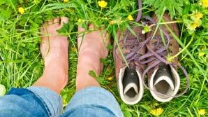 Ce se întâmplă în corpul tău atunci când mergi cu picioarele goale