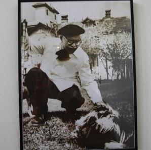 Povestea lui Zdreanţă, cel cu ochii de faianţă. Cum arăta câinele lui Arghezi şi unde este îngropat / Foto: adevarul.ro