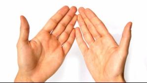Priveşte-ţi atent palmele! Poţi află dacă suferi de cancer