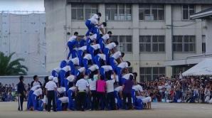 VIDEO. Momentul teribil în care o piramidă umană formată din 150 de copii se prăbuşeşte