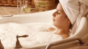 Ce se întâmplă în organismul tău dacă faci baie seara cu ulei de ricin
