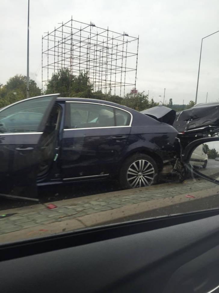 <p>Accident in lant pe DN1</p>