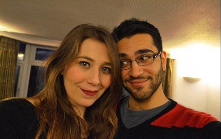 Sunt casatoriti de 2 ani, dar traiesc in tari diferite. Motivul care ii tine despartiti e incredibil