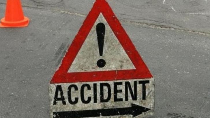 Accident rutier grav în Iaşi. O maşină, proiectată într-un picior de pod