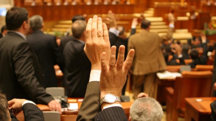 Sursele suplimentare de venituri ale parlamentarilor! Cum și-au rotunjit aleșii salariile