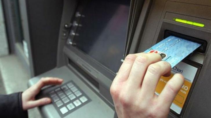 A primit cardul, dar nu si banii de la bancomat, asa ca a plecat. Ce a urmat e incredibil