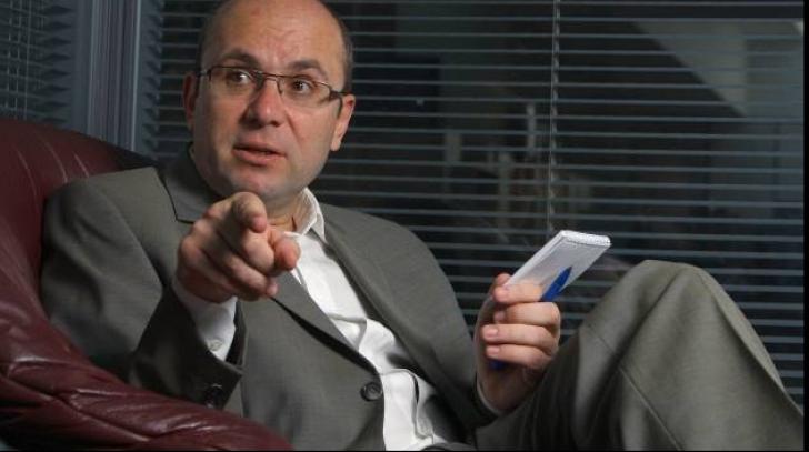 Cozmin Guşă: Oprea trebuia să facă o declaraţie publică în urmă cu 3-4 zile. A fost sfătuit prost