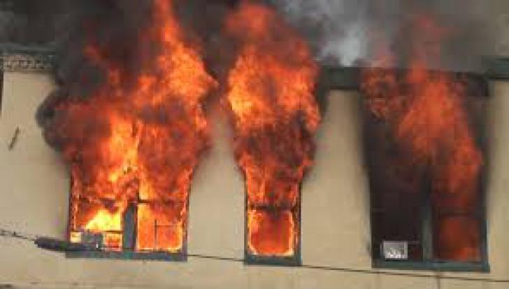Imagini de groaza! Si-a dat foc la apartament, din greseala. Totul a fost filmat