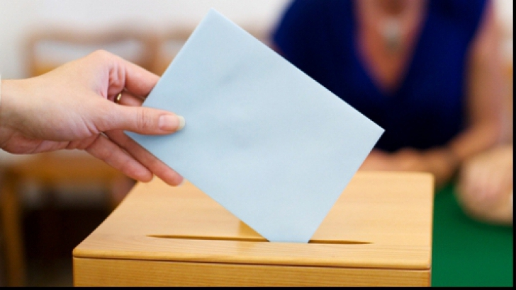 Ucraina: Locuitorii din Mariupol votează în cadrul alegerilor locale