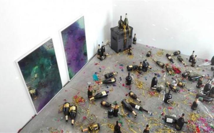 Inedit: operă de artă aruncată la gunoi de femeia de serviciu din sala unde era expusă, în Italia