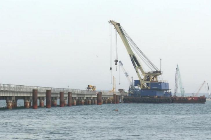 Ruşii se grăbesc. Podul care leagă Rusia de Crimeea a fost terminat. Trebuia să fie gata în 2018