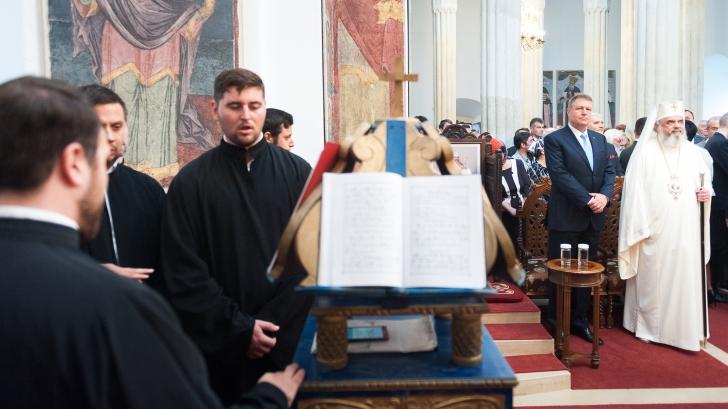 Klaus Iohannis a participat la sfinţirea catapetesmei Bisericii Cotroceni