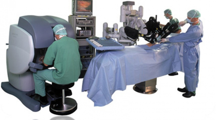 Roboţi care zac în spitale. Câte operaţii se fac în România cu roboţii chirurgicali?