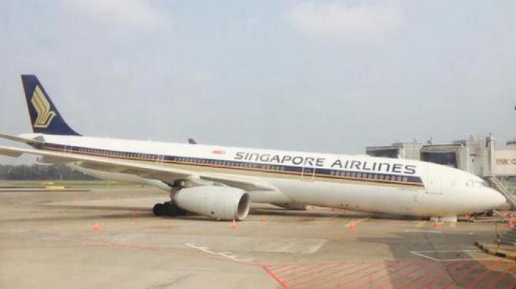 Incident pe aeroportul din Singapore. Botul unui avion s-a prăbuşit la pământ