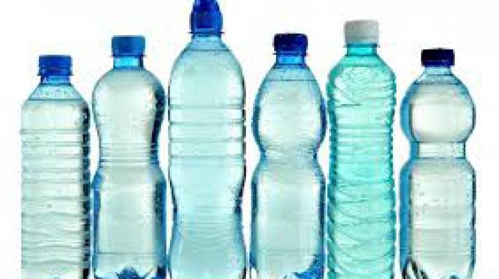 Tu recunoşti semnele de pe sticla ta de apă din plastic? Adevărul te-ar putea îngrozi