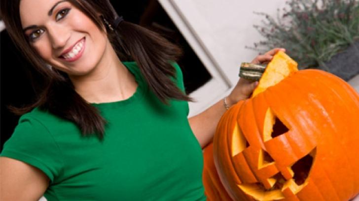 Cum îţi afli sortitul de Halloween. Trebuie doar să decojeşti un măr
