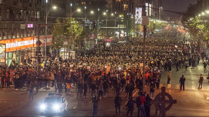 PROTESTUL COLECTIV. Zeci de mii de oameni au cerut, în stradă, demisia lui Piedone, Oprea și Ponta