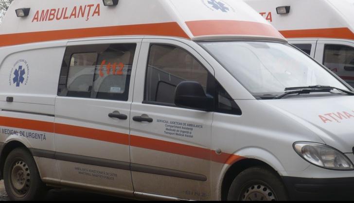 Accident cu urmări cumplite în Iaşi. Ambulanţa care trebuia să preia răniţi a intrat într-o gard