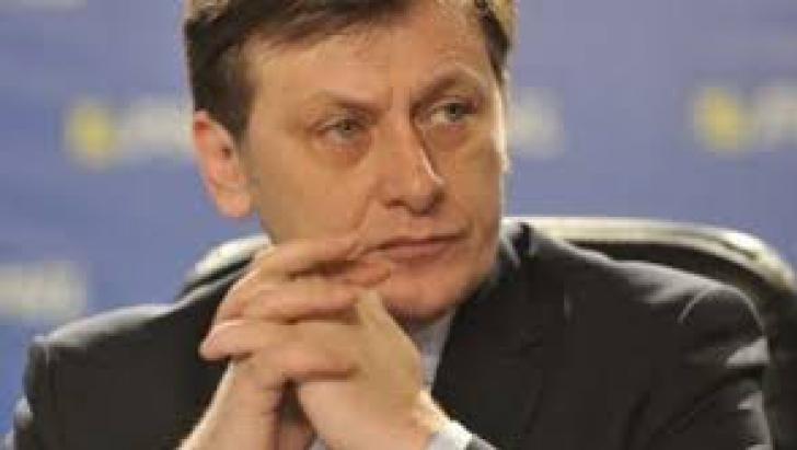 """Crin Antonescu, întrebat dacă se înscrie în fundaţia lui Victor Ponta: """"Are destule alte defecte"""""""