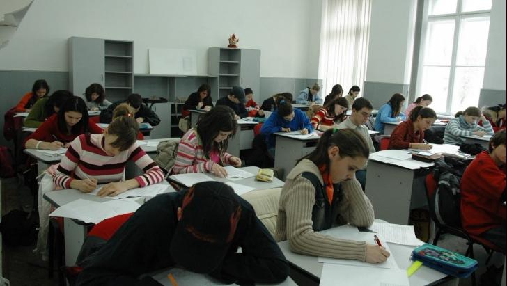 O nouă materie obligatorie în şcoli şi facultăţi. Ce prevede proiectul de lege