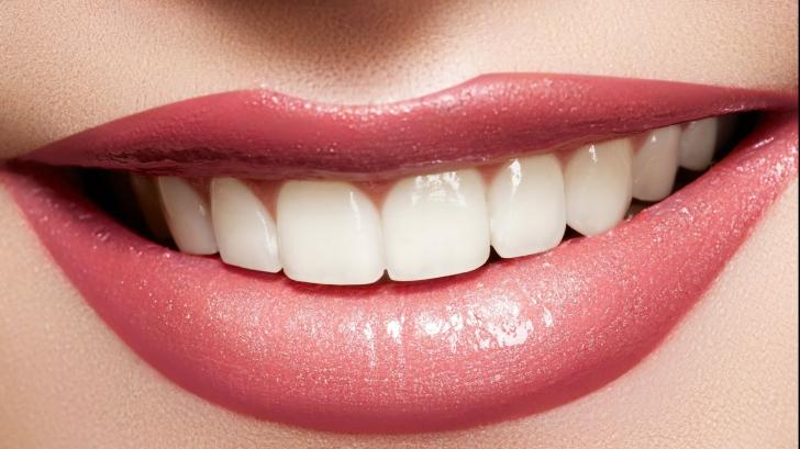 Uimitor. S-a descoperit ingredientul-minune care îți albește dinții în 15 minute