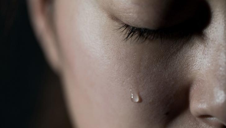 O femeie a fost violată în grup de vecinii ei, însă ce a urmat după oroare este şi mai şocant
