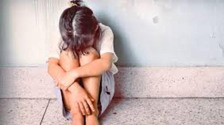 Suspiciuni de viol în cazul unei fetiţe de doar 11 ani. Copila este în stare de şoc, nu comunică