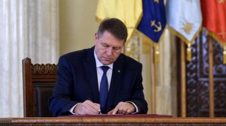 Președintele Iohannis a promulgat legea privind votul prin corespondenţă