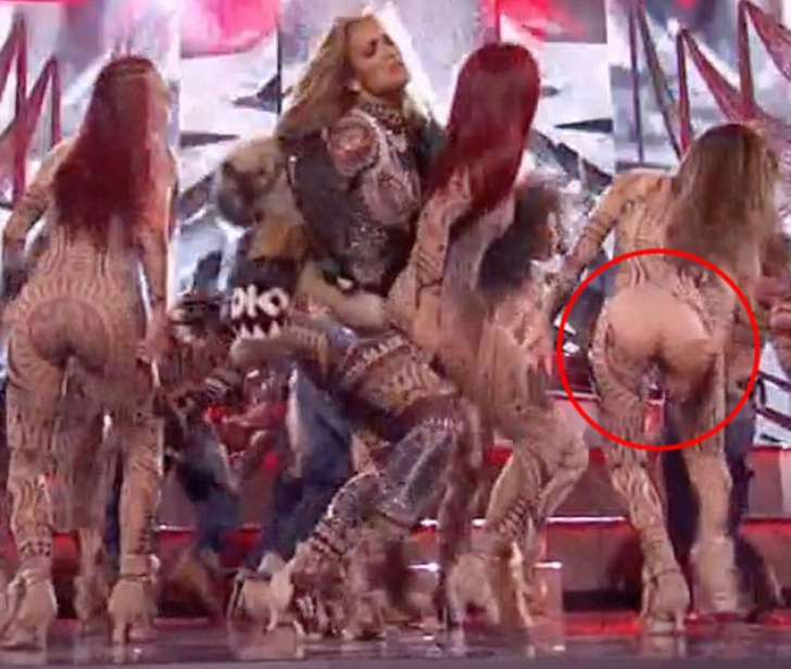 Gala American Music Awards 2015. E uimitor ce a păţit pe scenă o dansatoare a lui Jennifer Lopez