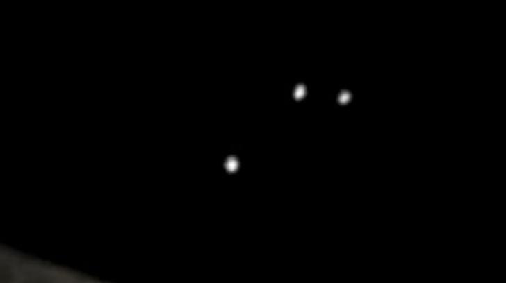 Cum arată cele șase lumini ciudate care au apărut pe cer noaptea. Oamenii cred că sunt OZN-uri