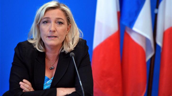 Marine Le Pen cere demisia lui Francois Hollande şi a lui Manuel Valls