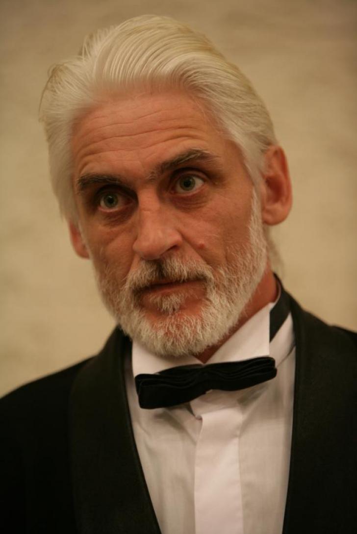 Doliu în lumea teatrului. Un renumit actor şi regizor român a încetat din viaţă, la doar 55 de ani