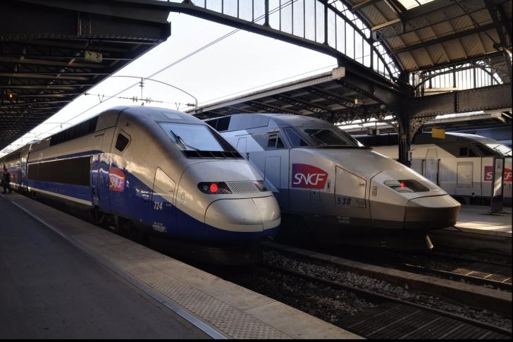 Traficul feroviar din Belgia, întrerupt din cauza unor cabluri incendiate în mod intenționat