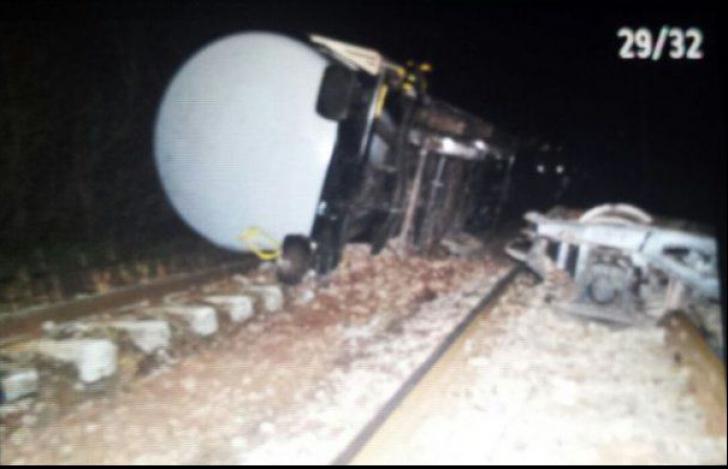 Accident grav la Brașov: Un tren plin cu motorină a deraiat. Traficul feroviar, blocat în totalitate